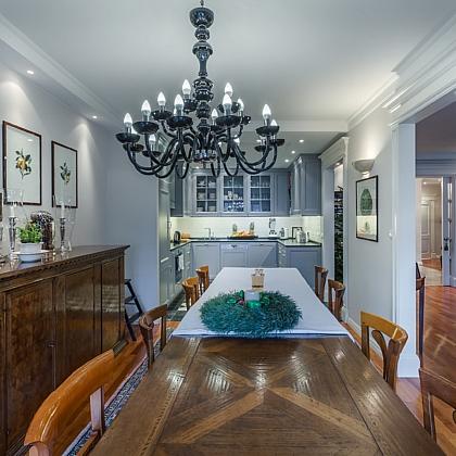 Apartament-spacerowa-stol-jadalnia