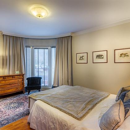 Apartament-spacerowa-sypialnia-lozko