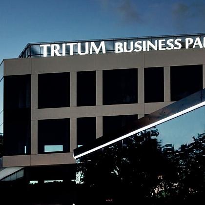 Tritum-business-park-napis